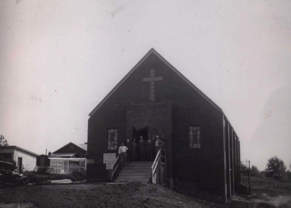 1939 bethel church picture with pastor enko591.jpg