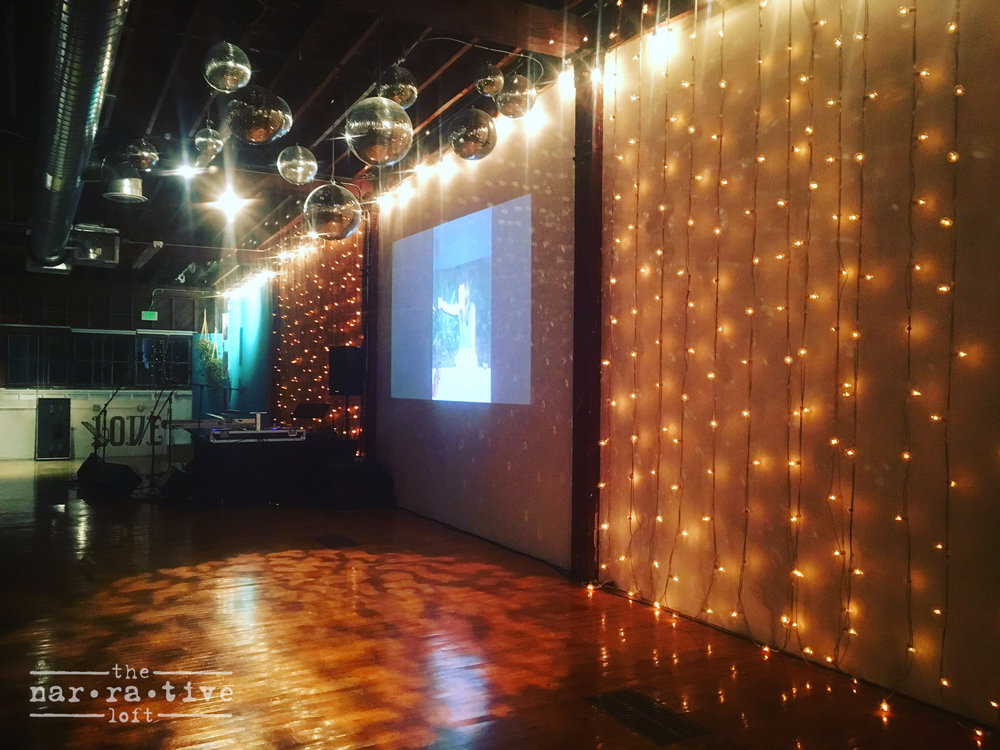 Disco balls and pretty lights, the recipe for a popping party.