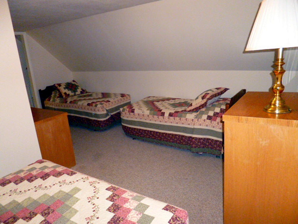 upstairs-bedroom.jpg