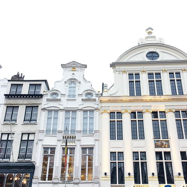 Beautiful buildings of Brussels ❤️ . . . #travel #explore #brussles #belgium #dutch #goopgo #abmtravelbug #europe #aandktakeeurope