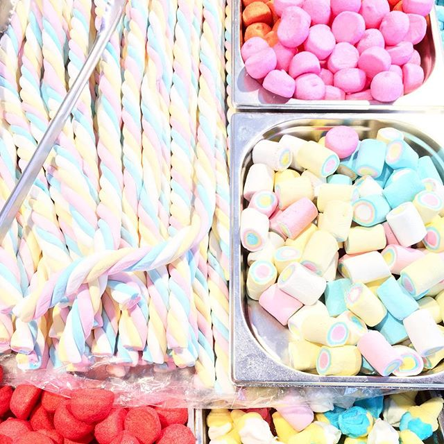 How much sugar is too much sugar? Asking for a friend. 🍬 . . . #flashesofdelight #abmlifeiscolorful #livecolorfully #explore #belgium #candy #lifeissweet #aandktakeeurope #passionpassport