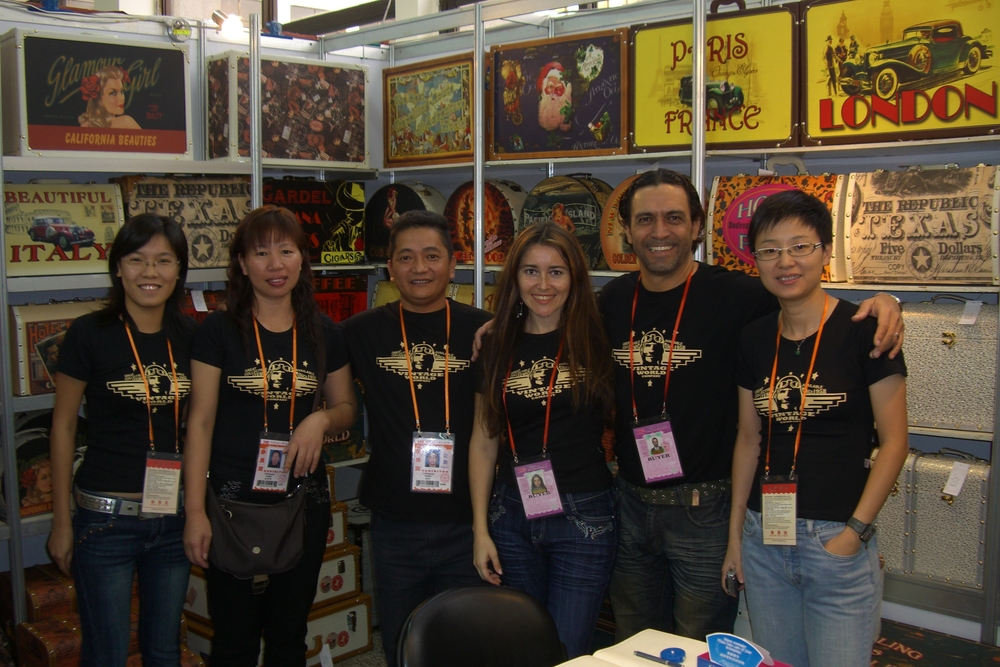 Carlos and partners in a fair in China.JPG