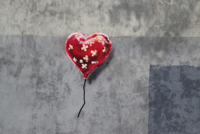 Banksy-NYC-Battle-to-Survive-a-Broken-Heart-in-Brooklyn-2.jpg