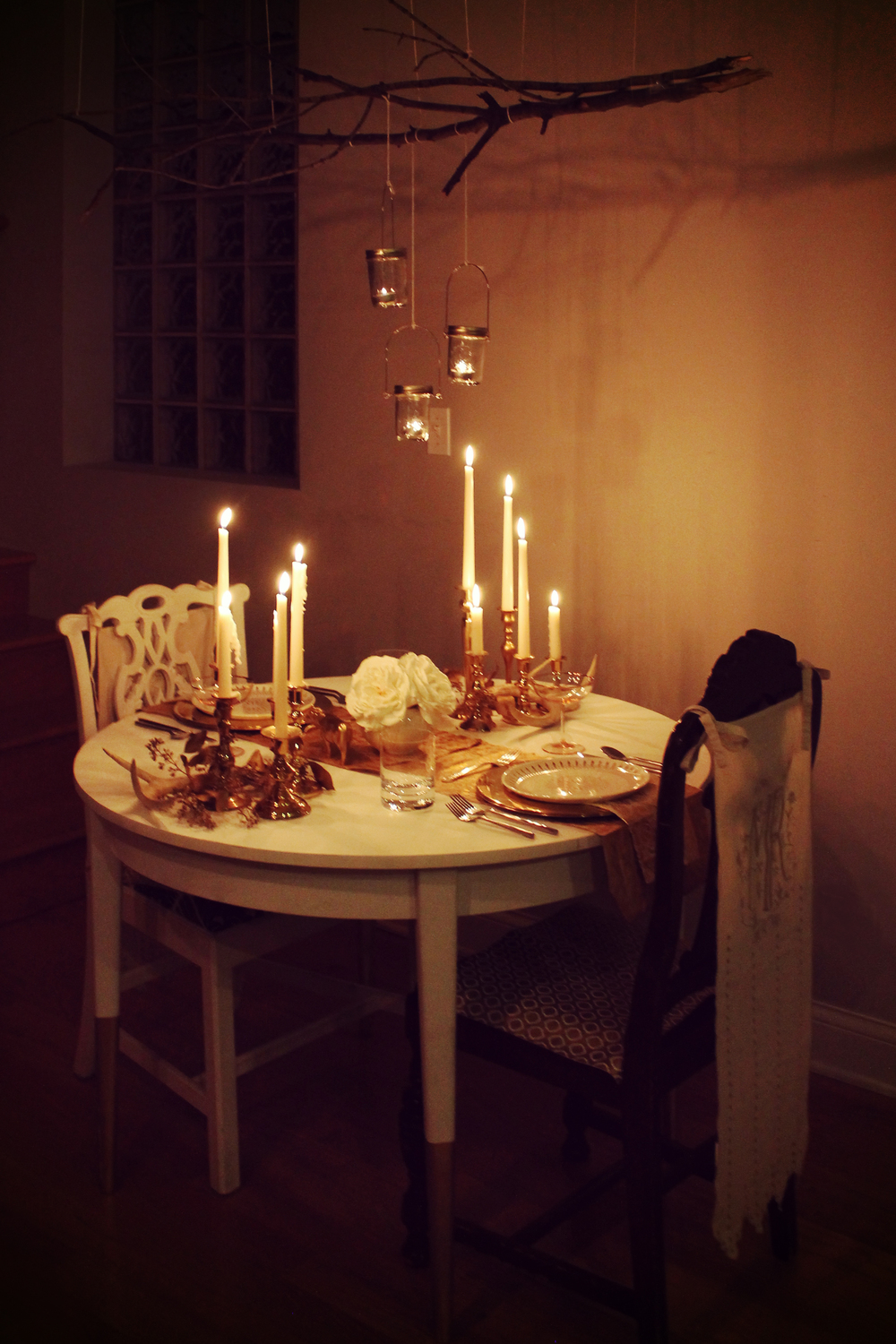 Famsgiving Fall Dinner Decor | Sugar & Gold