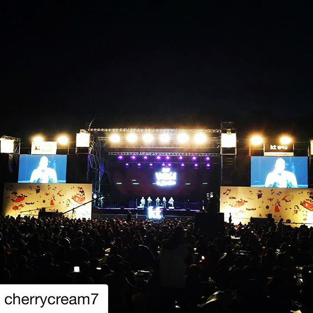 A shot from the crowd of our show in South Korea at the Voyage to Jarasum Festival! [Repost by @cherrycream7] . . . . #Eh440 #Acappella #SouthKorea #VoyageToJarasum #OutdoorFestival #LiveMusic #BandLife #TourLife
