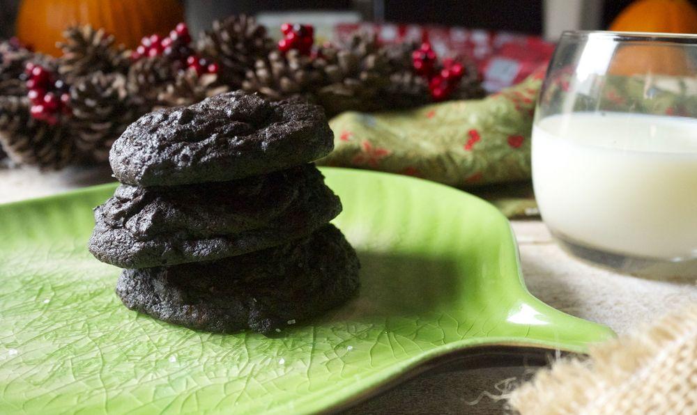 dark chocolate molten caramel cookies