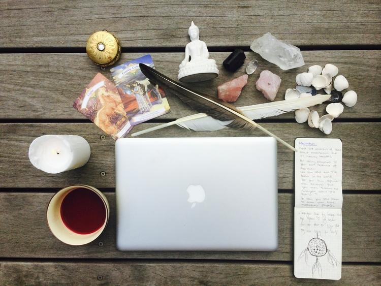 Essensprogram intuition essens kundalini yoga program online nickoline camille meditation yoga selvværd selvtillid mantra hjem til dig selv din kerne