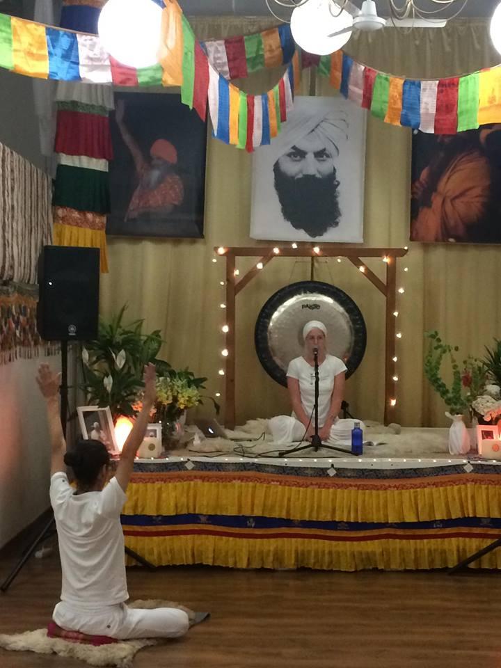 Essensprogram intuition essens kundalini yoga program online nickoline camille meditation yoga selvværd selvtillid mantra hjem til dig selv din kerne sensitiv introvert