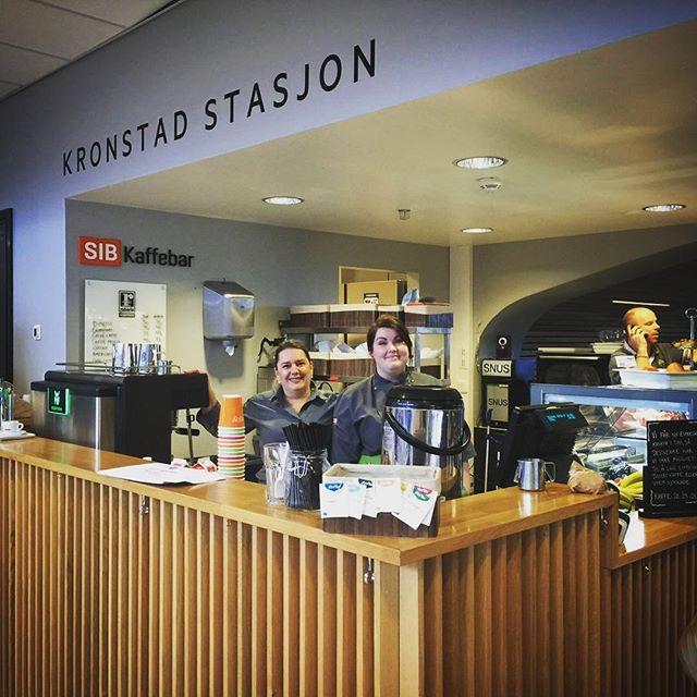 """På Handelshøyskolen i Bergen har de på sin """"Kronstad Stasjon"""" fått Hybriden WMF-Espresso innstallert. Utrolig kule greier! For mer info om WMF-Espresso sjekk ut www.primulator.no #wmf #wmfespresso #primulator #espresso #kaffe #coffee"""