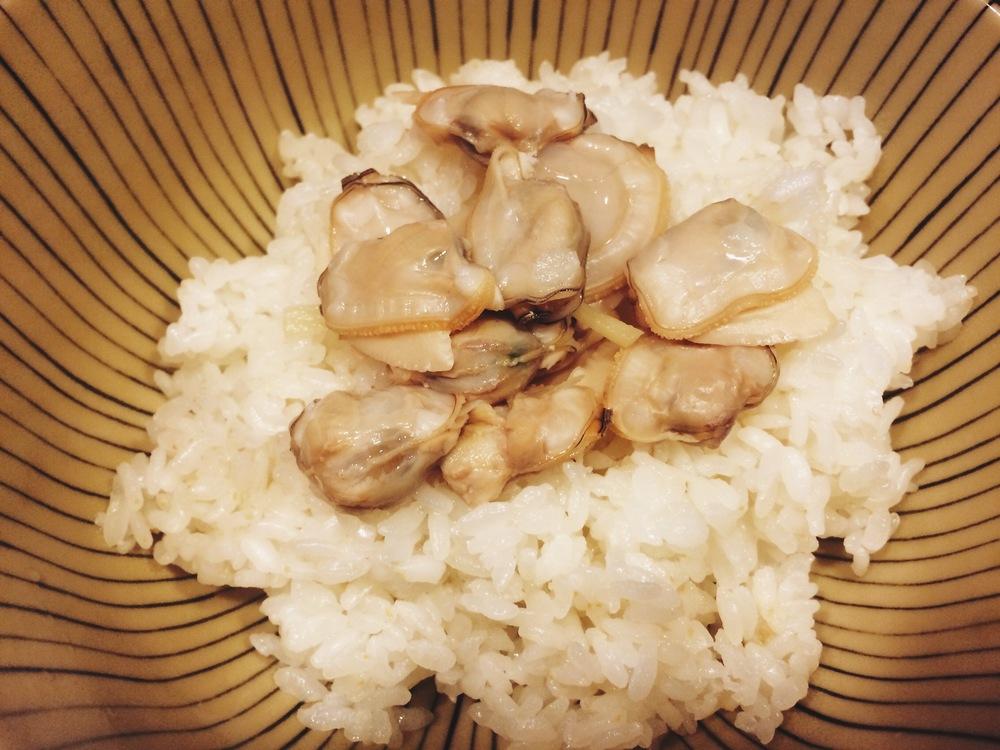 (記得蛤蠣一開就要立刻把肉取出來,不然一直煮下去肉會縮就不好吃了。)