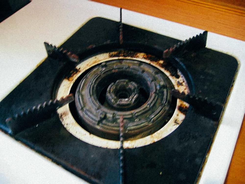 像試用的朋友家中這種鋸齒狀瓦斯爐就比較容易刮傷鍋底。