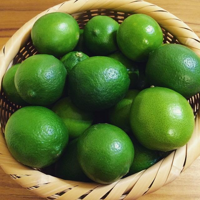 選擇表皮無蠟、無毒的檸檬或萊姆均可。