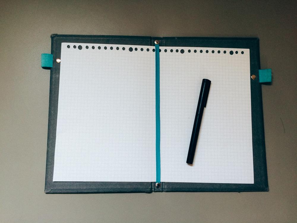 使用ecobook出門時就將A4紙放進去立刻變成一本筆記本。