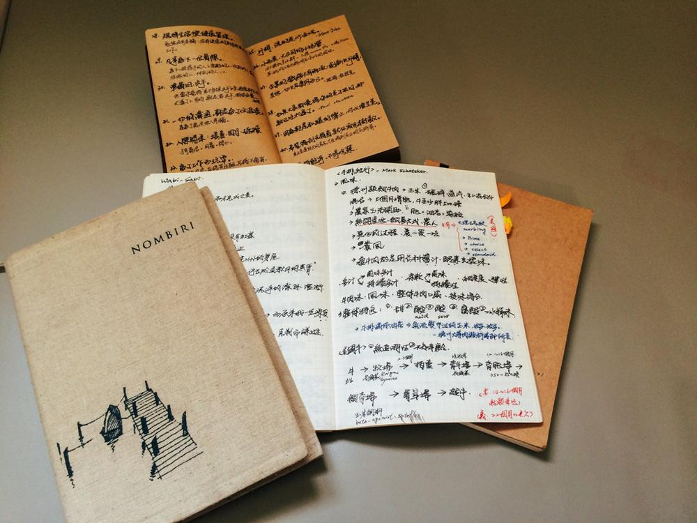 最上方是名言本、下面是從2012年到現在集結三冊的彙整本。