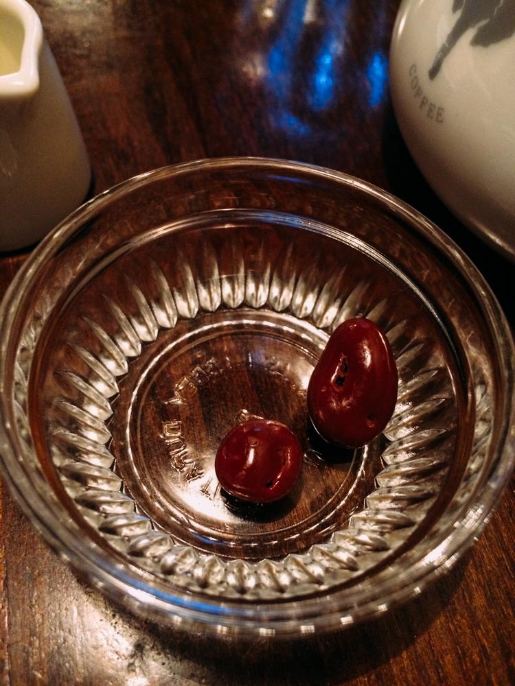 配咖啡的是葡萄乾巧克力豆