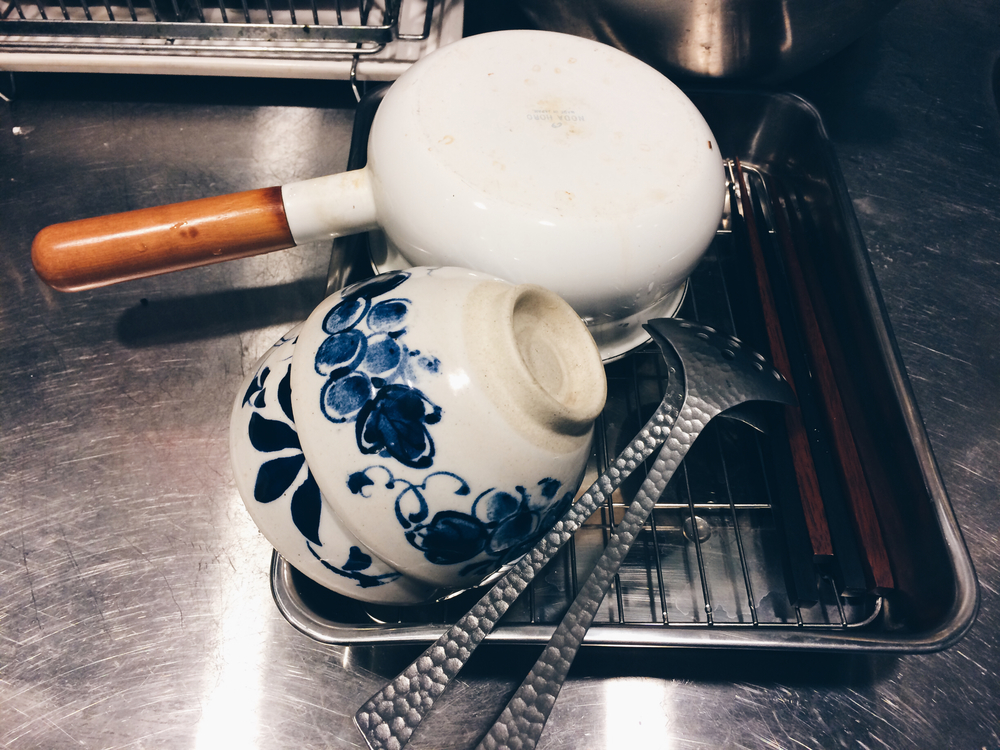 小幫手加上瀝網,立刻就升級成超好用的瀝碗架。 大大的外掛延伸了廚房的空間。 瀝各種炸物更不用說,從排骨、蚵仔酥、地瓜、南瓜,通通難不倒它。