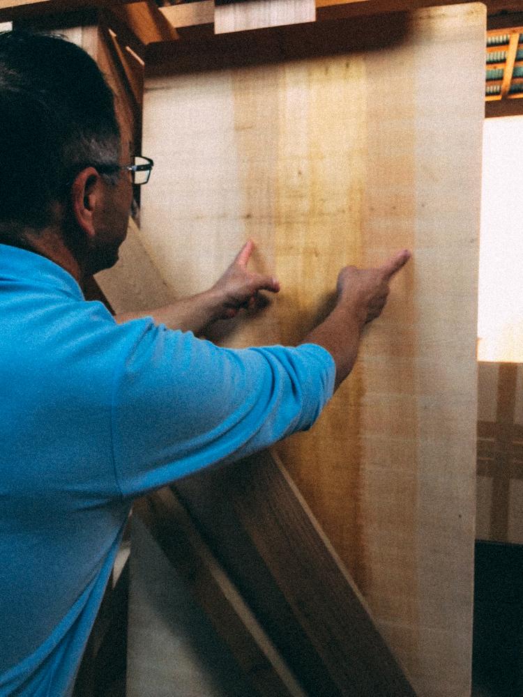 只取中心的木質部作為砧板。