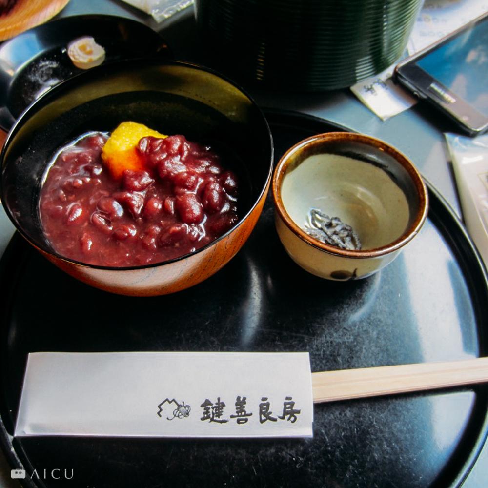 京都知名的甜點,倘若改用美耐皿裝紅豆或葛粉,還會吸引人嗎?