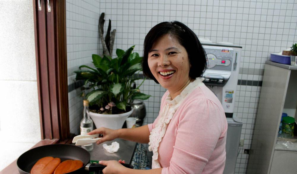 可愛的孫姐,每週五六日在台北市集可直接找她買阿禾師魚貨~。