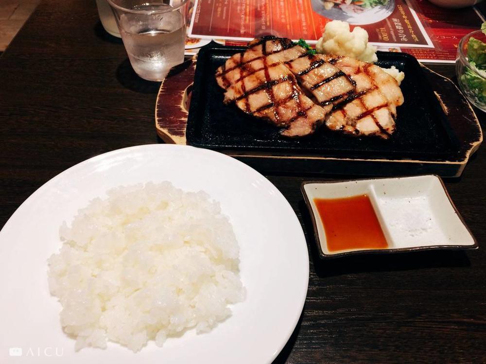 豬肉極嫩而無腥味,米飯就是好吃。