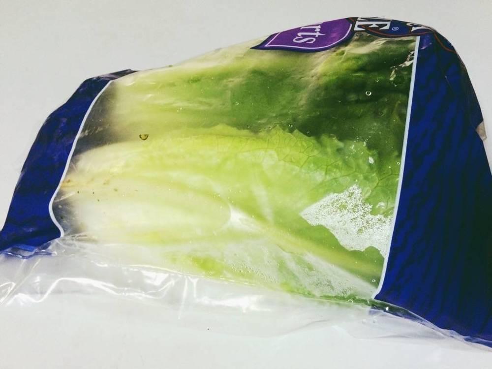 直接拿原包裝去冰,很快會出現蒸發的水氣,一不小心菜就軟掉了。