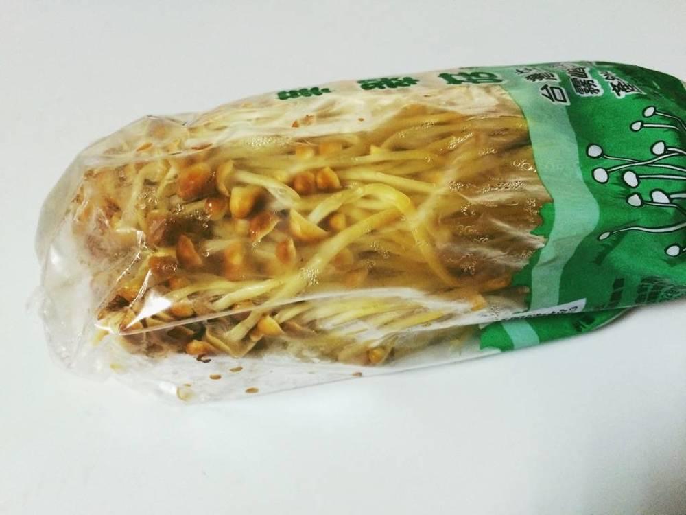 特別是菇類雖然很好用,但是常常浸濕在裡頭爛爛的。