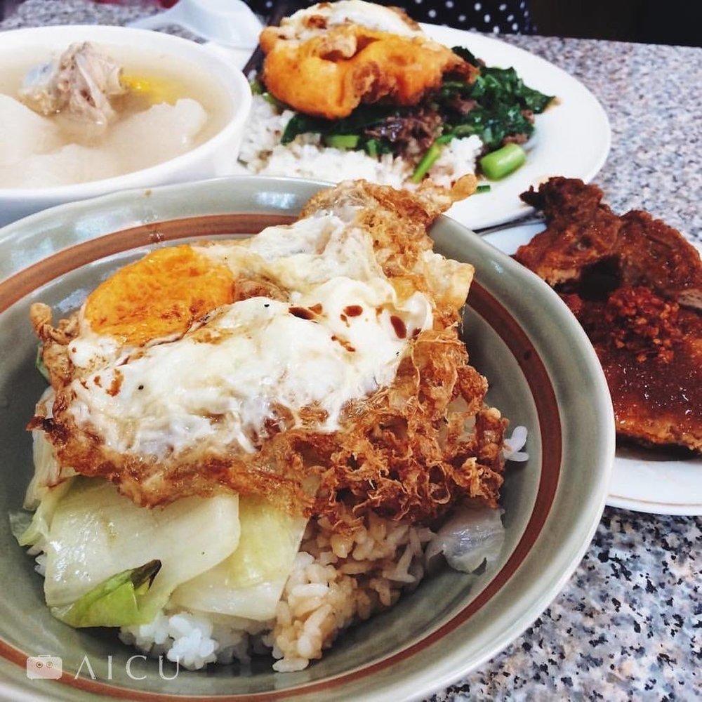 赤峰街傳統排骨飯,中午總客滿,要吃得請早。