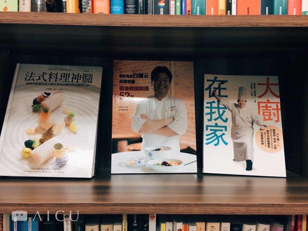 凱特最常翻閱的食譜書們,多國料理大集合。