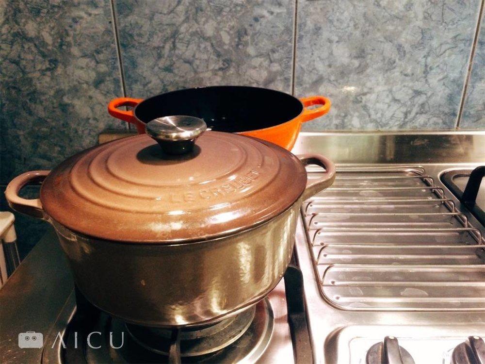 LC鍋一只鍅瑯,一只無塗層,很好用,以前都分煮兩鍋。