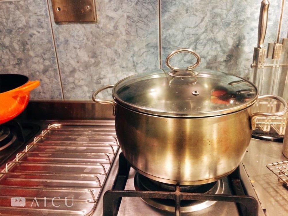 不鏽鋼底部三層鍋,還未有深湯鍋之前最常用。