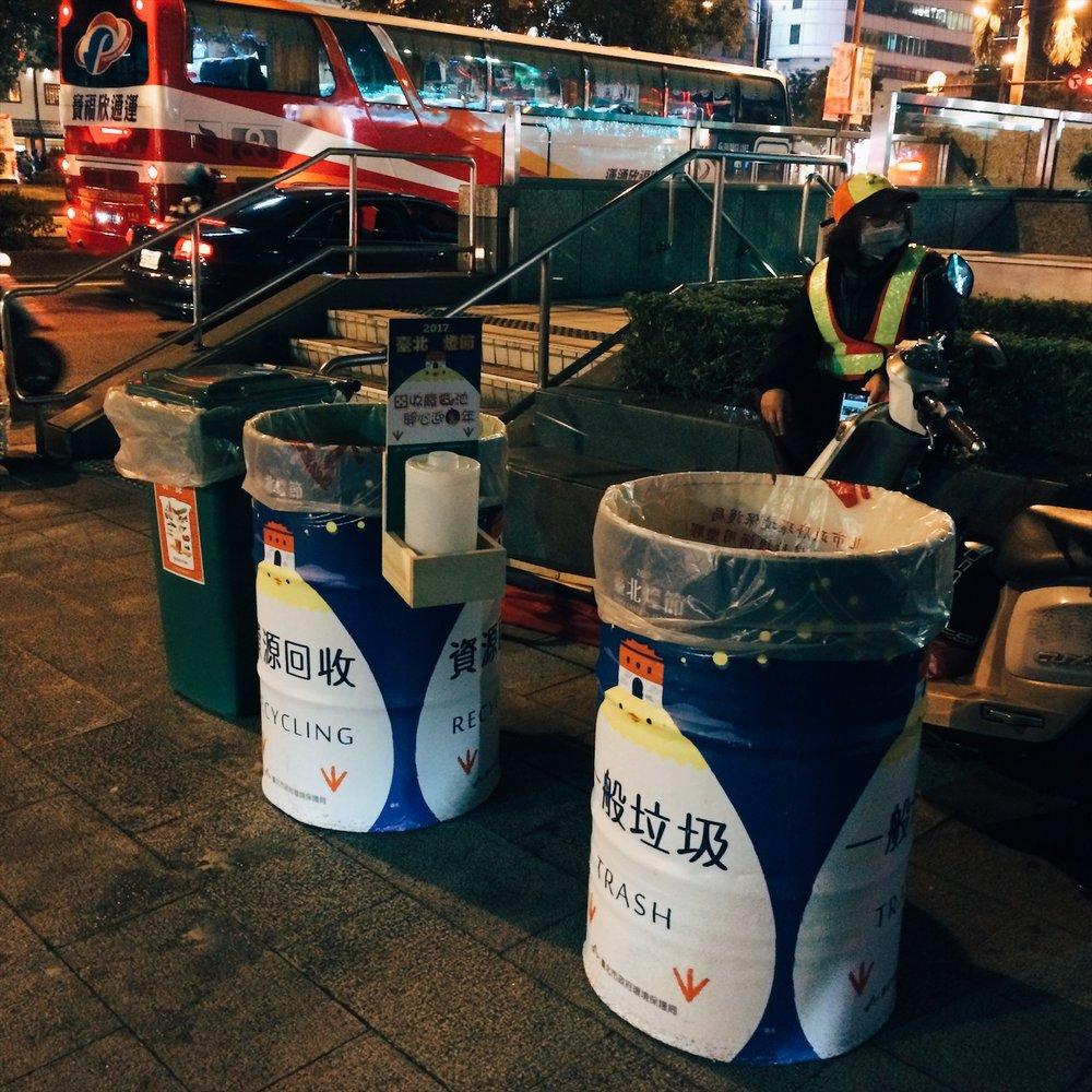 逛燈會的時候,記得別亂丟垃圾,還有感謝所有辛苦的工作人員喔。