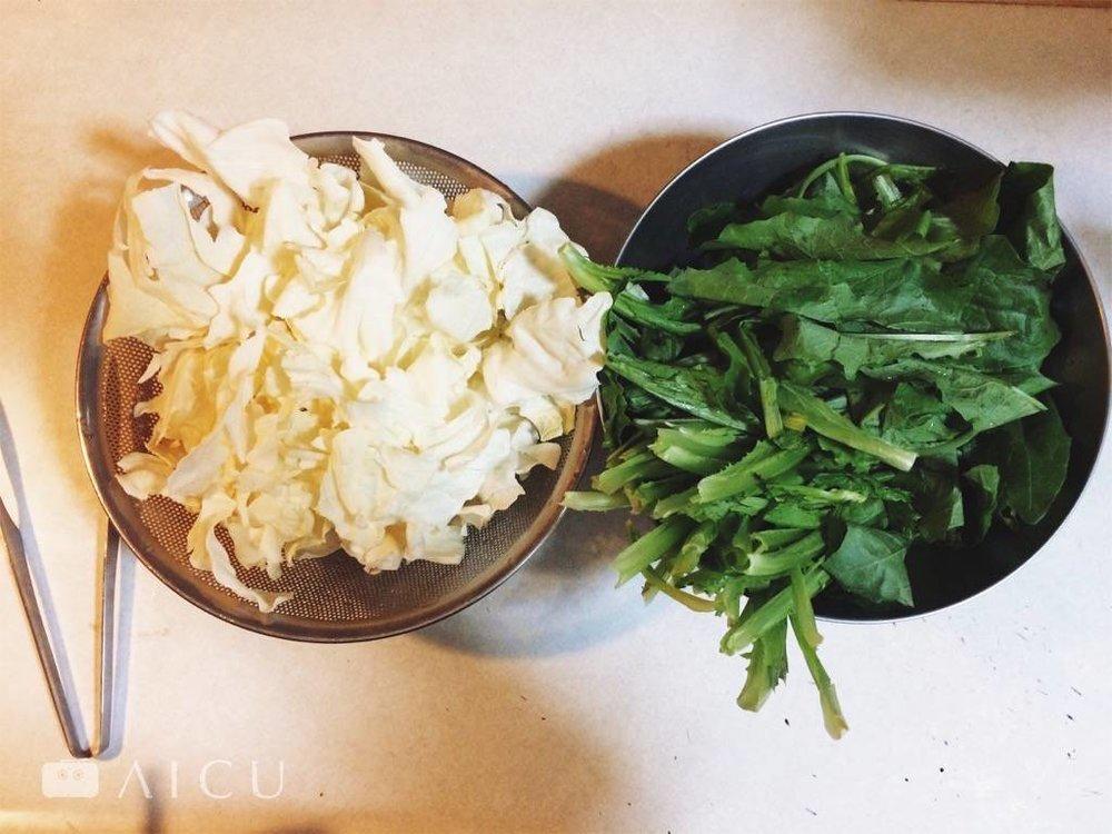 家裡青菜要炒的好吃,最好洗淨之後記得瀝乾多餘水份。