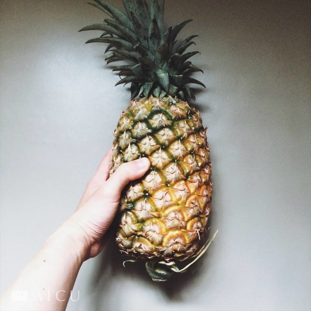 去市場的樂趣就是會看到新鮮的其他,比如這棵台南來的所謂水蜜桃鳳梨,不用放黃,這樣就可以吃了。