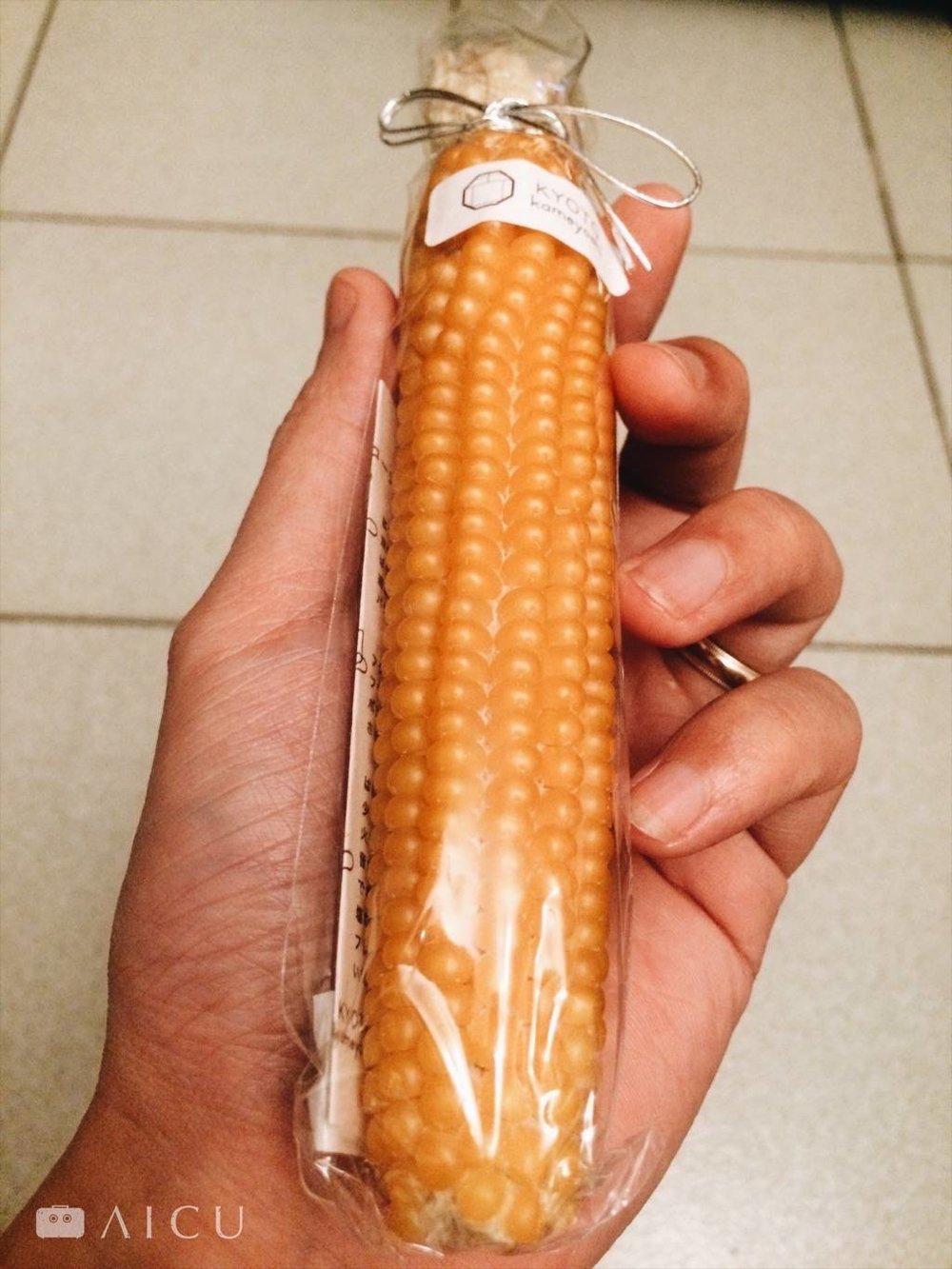 手掌大小的乾燥玉米棒