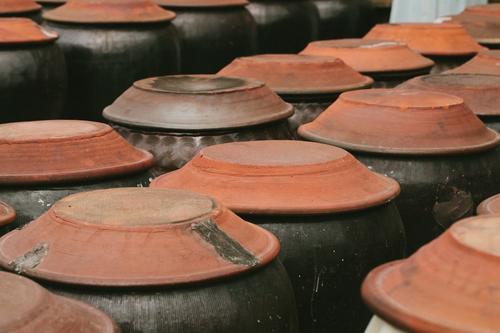 台南後壁|永興白曝蔭油 - 台灣味就是醬油味,黑豆甕釀足時的好滋味。