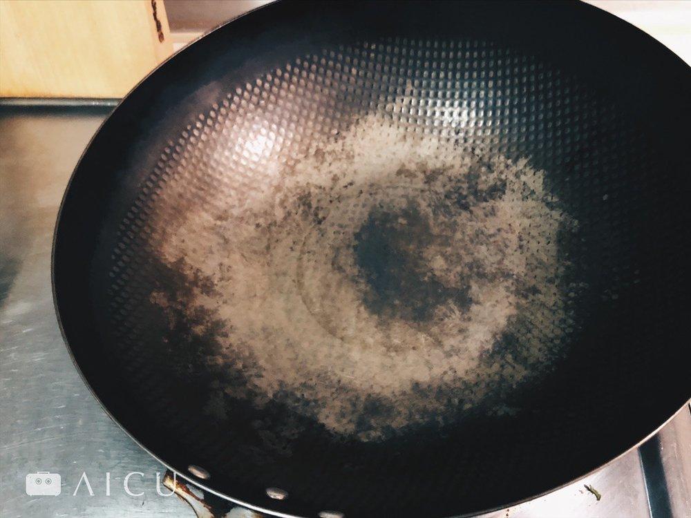 滾水洗淨 - 只要繼續使用就是最好的養鍋