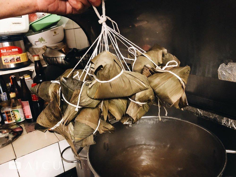 煮肉粽一次就得煮好 -