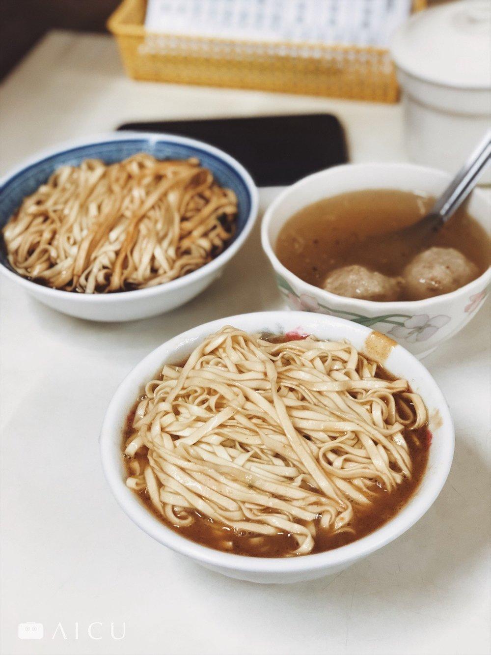 照片為宜蘭麻醬麵,話說從早餐開始吃麵,而且只賭注這麵,沒太多小菜,實在很值得探討。