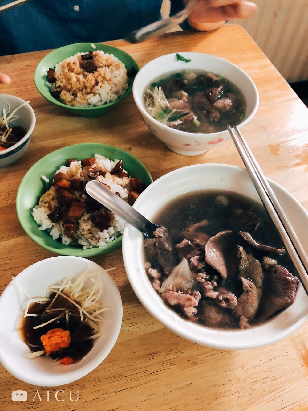 一碗湯一碗肉燥飯 - 使人羨妒台南人