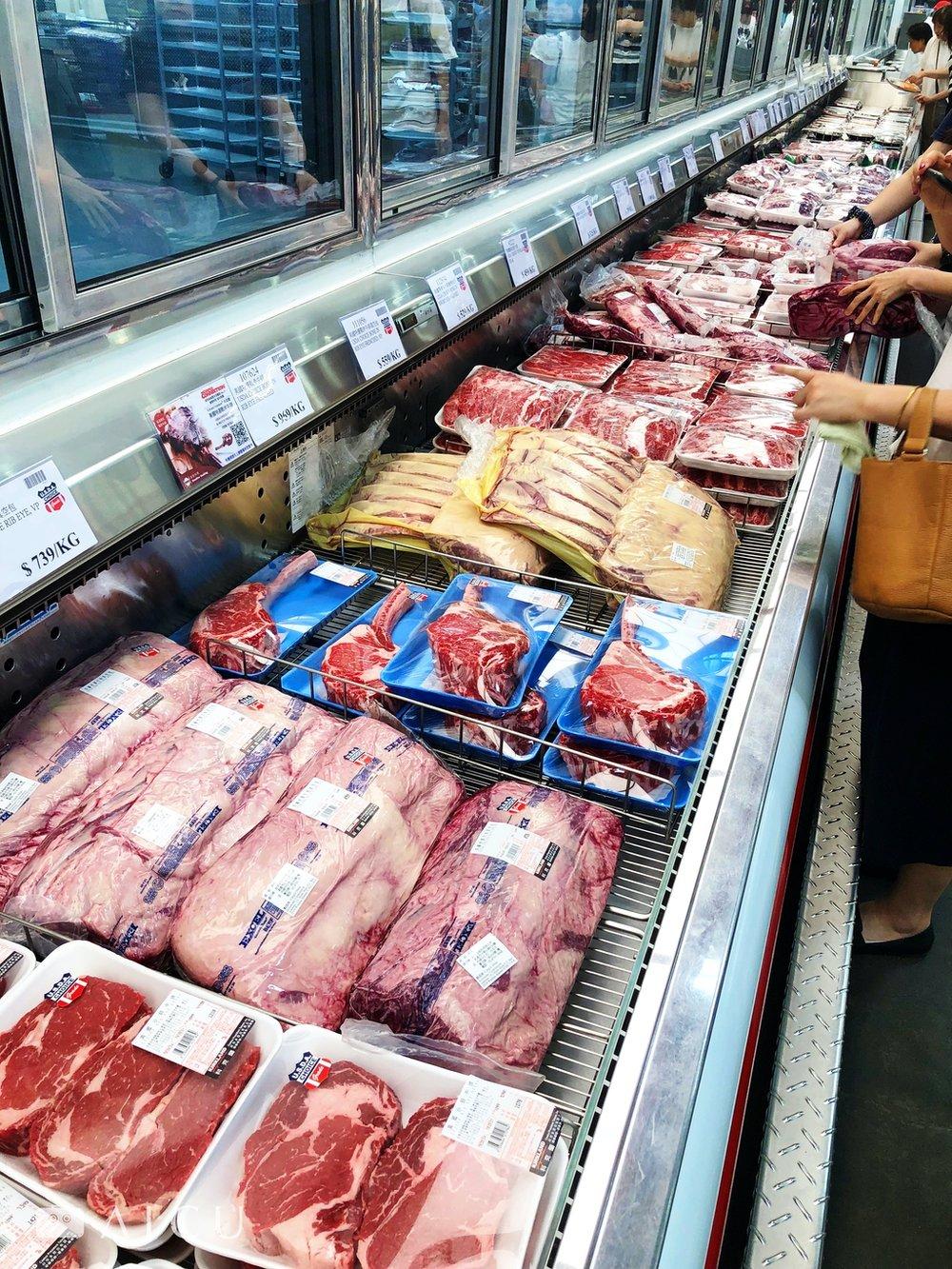 中和的好市多還有整塊帶骨更巨大的牛肉部位可供選擇