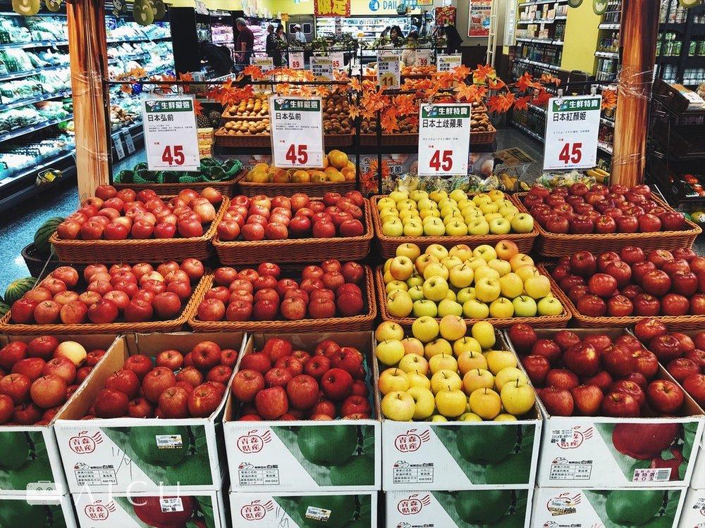 現各大通路,比如全聯都有滿滿的青森進口蘋果,從富士、TOKI到紅顏姬均有。
