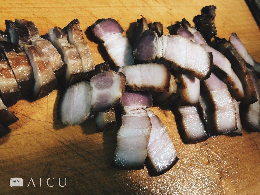 有把好刀就能簡單的把油脂再多的五花肉也切得漂亮。