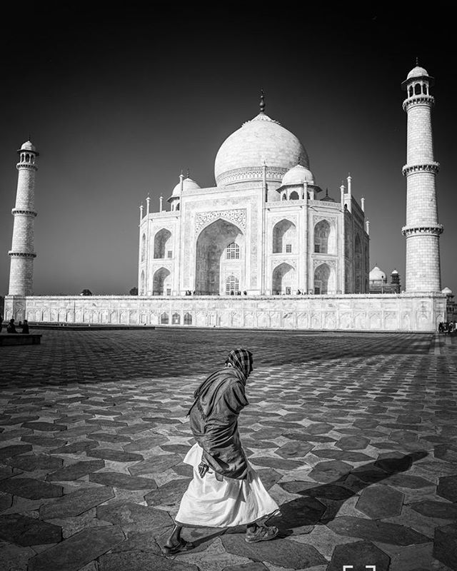 Old Man Taj. #tajmahal #india #travelphotography #travel #travelphotographersociety #PhotocrowdEnRoute #blackandwhite #monochrome  www.wildphotoaustralia.com www.facebook.com/wildphotoaustralia