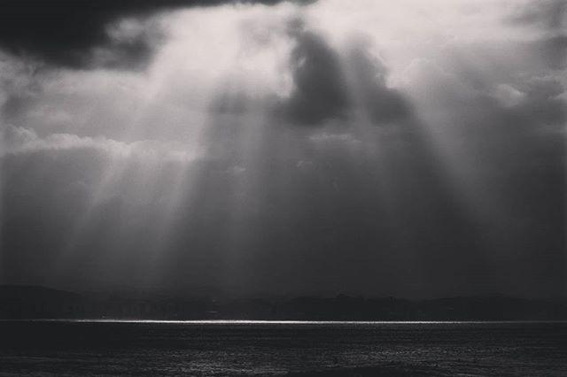 Slapped an instagram filter on the last one. #goldcoast #queensland #australia #dark #stormy #lightrays #blackandwhite www.facebook.com/wildphotoaustralia www.wildphotoaustralia.com