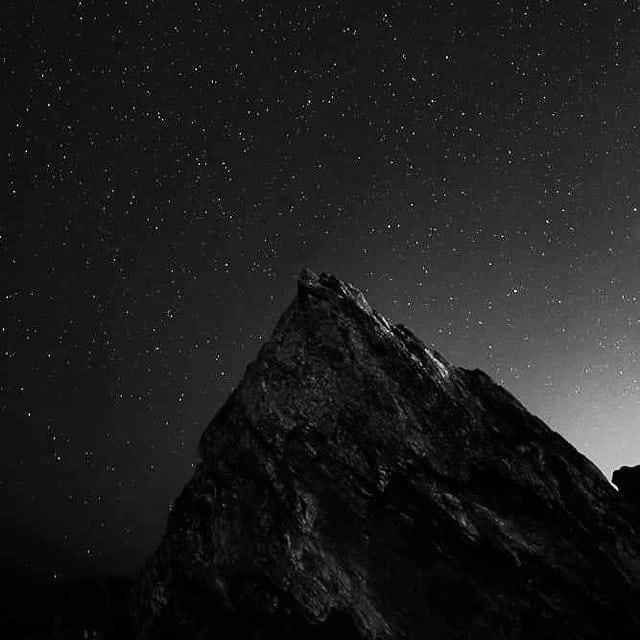 #currumbin #rocks #goldcoast #qld #night #stars #blackandwhite #monochrome #blackandwhite_planet #blackandwhite_planet_2018 www.facebook.com/wildphotoaustralia www.wildphotoaustralia.com