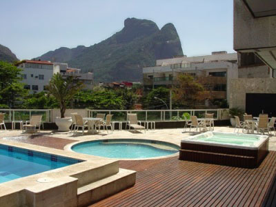 Pool deck overlooking the famous Sugar loaf Mountain