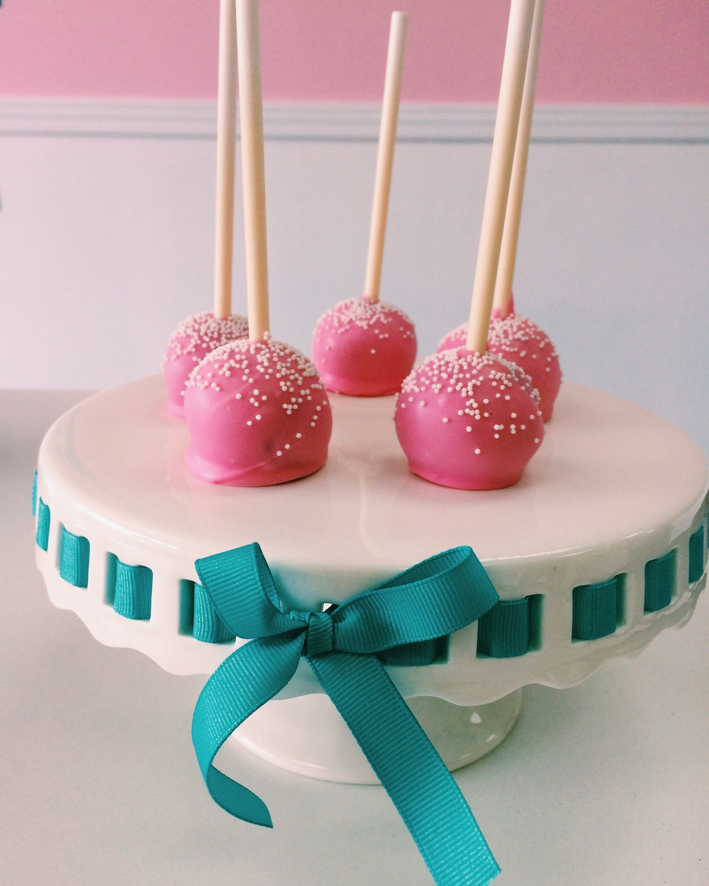 Cake pops, quite possibly, to kill for.