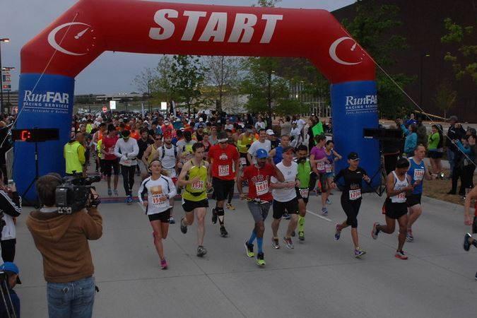 runners starting line 2017.jpg