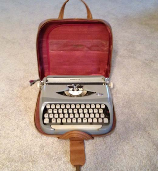 Royal 1950s red case
