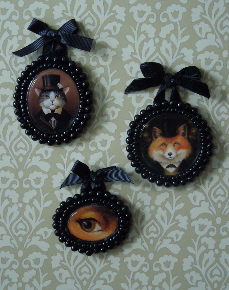 Here is a sample of my first set of portrait miniatures. I used the eye from my Deer Portrait as I thought it was the most alluring of all the animals!